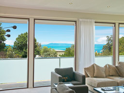 Mornington residential window cleaner
