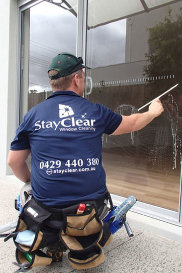Mt Martha window cleaner cleaning windows