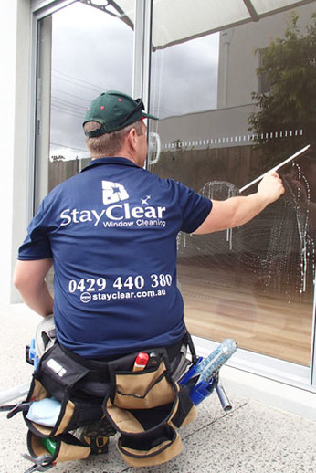 Safety beach window cleaner using squeegee